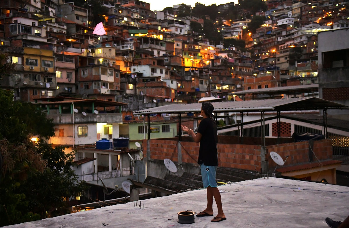 A youngster flies a kite at the Vidigal favela in Rio de Janeiro, Brazil on May 18, 2018.