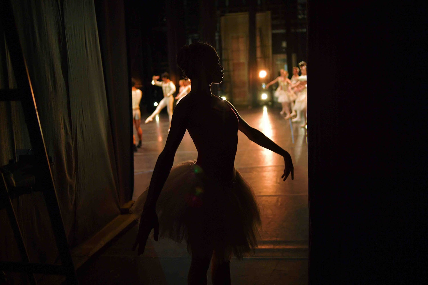 A ballet dancers rehearses backstage before the opening night of a Ballet production at the Municipal Theater in Rio de Janeiro, Brazil on June 20, 2018. - In 2017, the ravages of Brazil's economic crisis hit hard and many of the Municipal Theater Balle