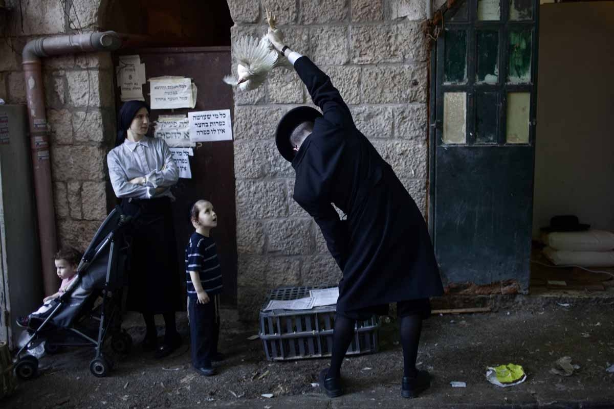 An Ultra-Orthodox Jewish man swings a chicken over his head during the Kaparot ceremony in Mea Shearim neighborhood of Jerusalem on October 6, 2011.