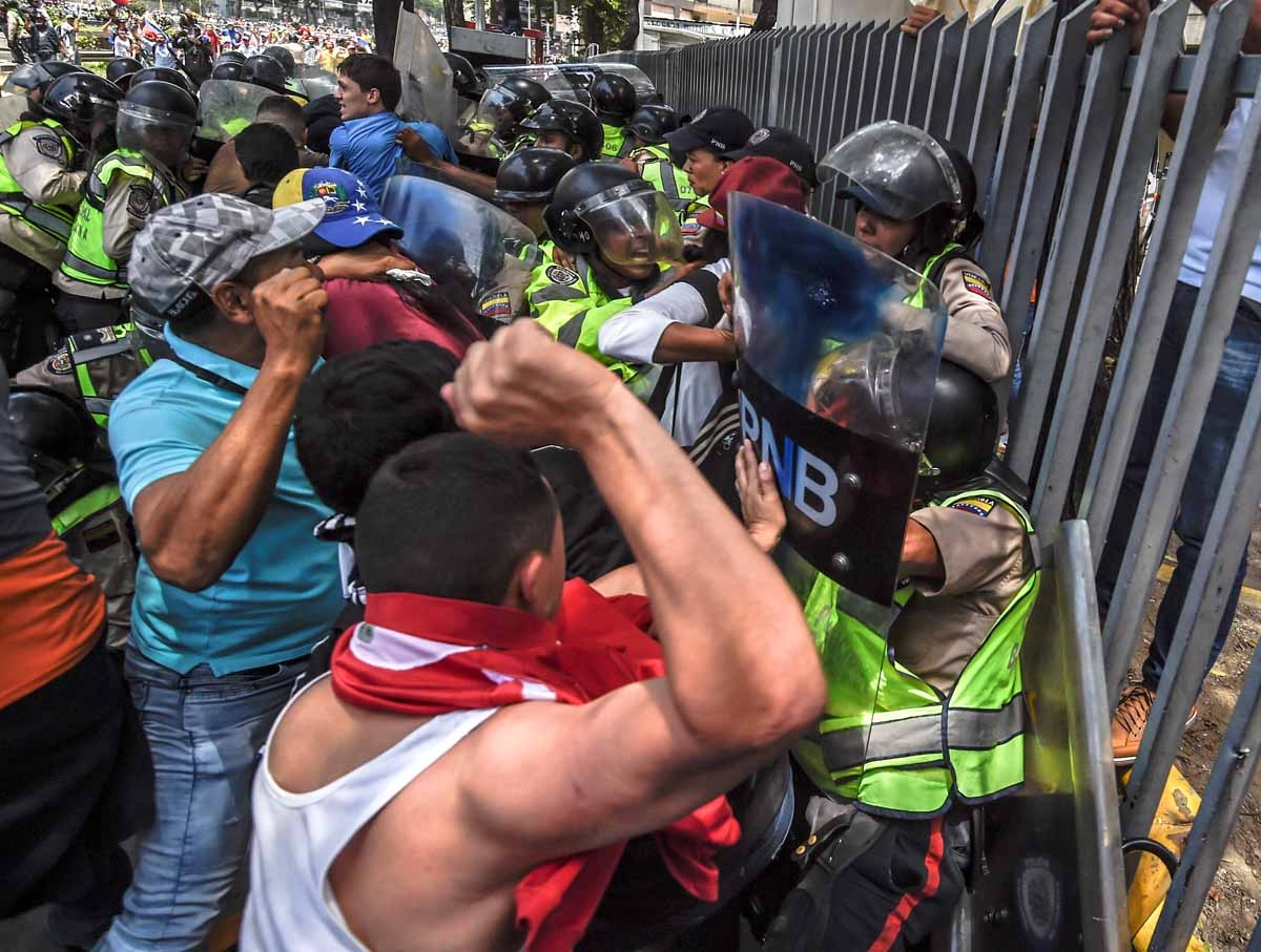 Venezuela's opposition activists clash with riot police agents during a protest against Nicolas Maduro's government in Caracas on April 4, 2017. Protesters clashed with police in Venezuela Tuesday as the opposition mobilized against moves to tighten Presi