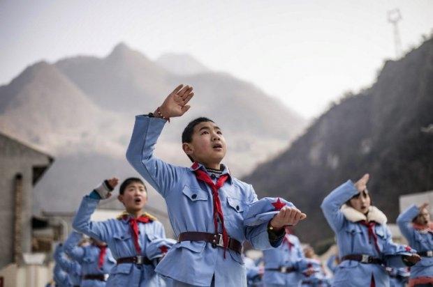 La ceremonia de izar la bandera en la Escuela primaria del Ejército Rojo en Beichuan, el 21 de enero de 2015