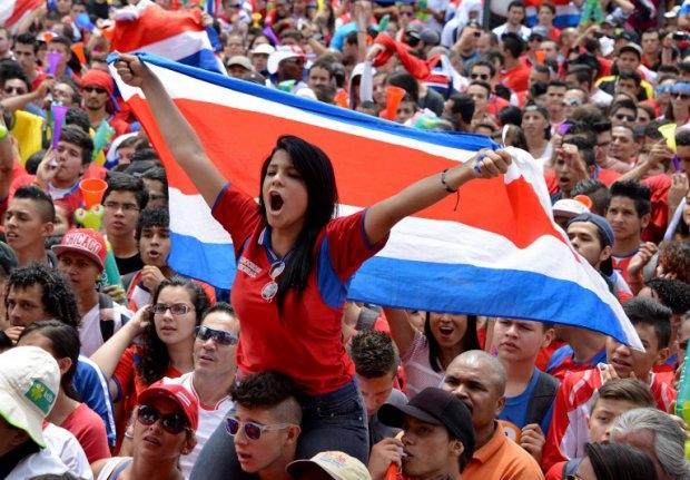 Fans de Costa Rica en la Plaza de la Democracia en San José durante el partido contra Inglaterra, el 24 de junio de 2014