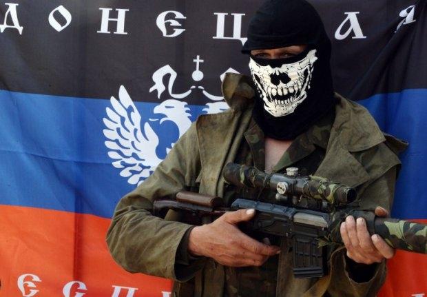 Un rebelde prorruso en un puesto de control en Slavyansk, Ucrania, el 10 de mayo de 2014