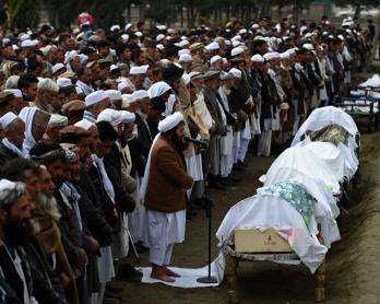 Funerales de una familia de migrantes afganos que pereció tratando de cruzar el mar Egeo entre Turquí y Grecia, el 12 de marzo de 2016 en Kabul