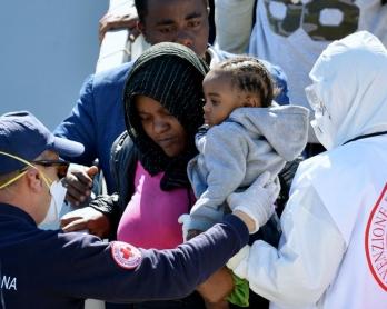 italia-imigrantes-barco.jpg